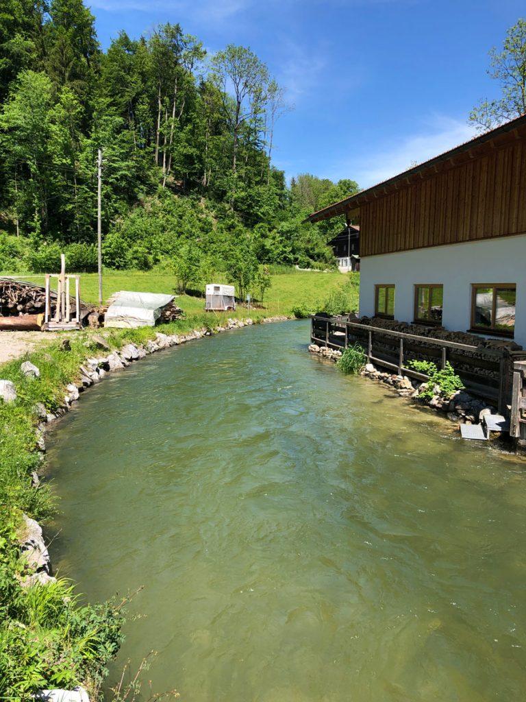 Schöne Mühle am Bach