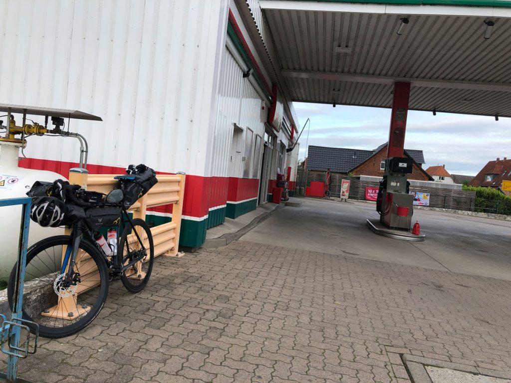 Typische Pause an einer Tankstelle