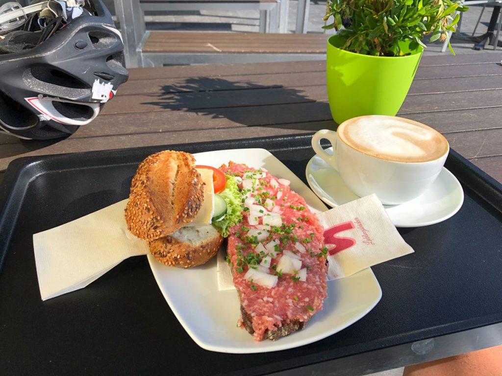 Frühstück in Ingolstadt Mettbrot