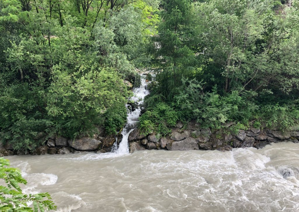 Kleine Bäche speisen den Fluss