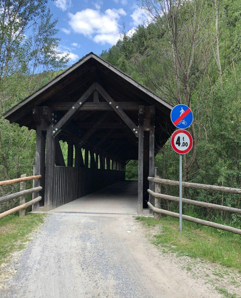 Kleine Brücken sorgen für Abwechslung auf der Strecke