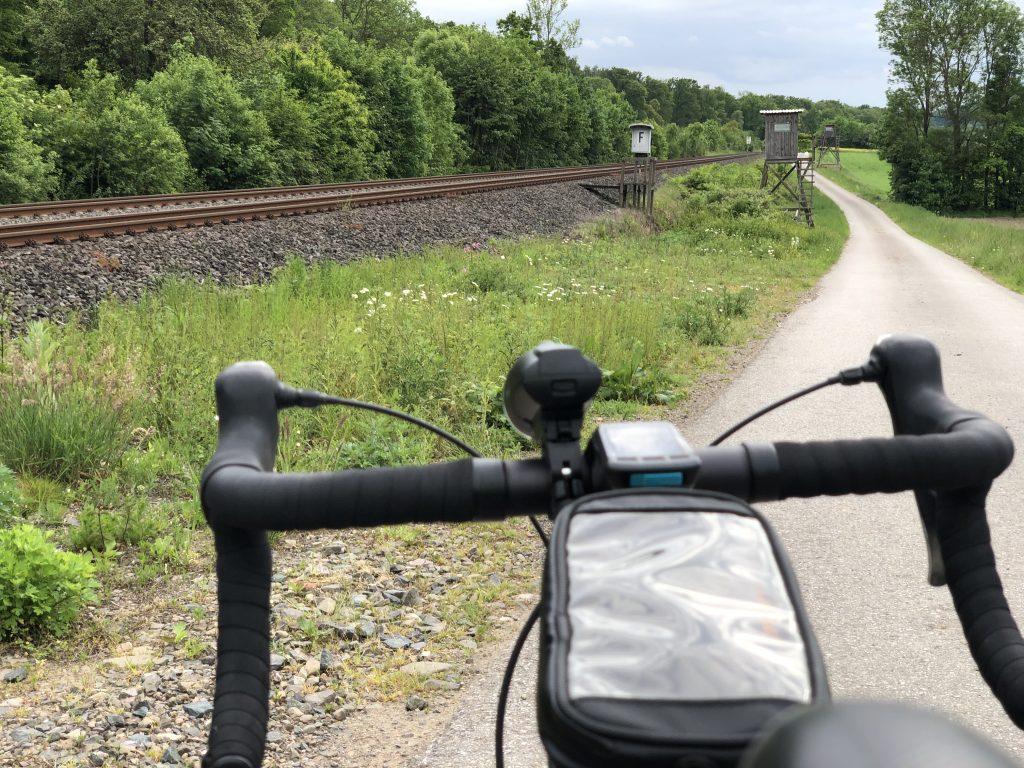 An einer alten Bahnstrecke entlang
